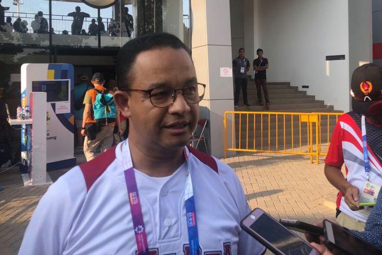 Gubernur DKI Jakarta Anies Baswedan di Jakarta International Baseball Area di Rawamangun, Jumat (31/8/2018).