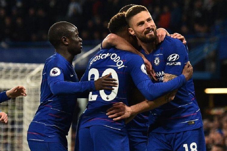 Olivier Giroud merayakan gol bersama rekan-rekannya pada pertandingan Chelsea vs Brighton & Hove Albion dalam lanjutan Liga Inggris di Stadion Stamford Bridge, 3 April 2019.
