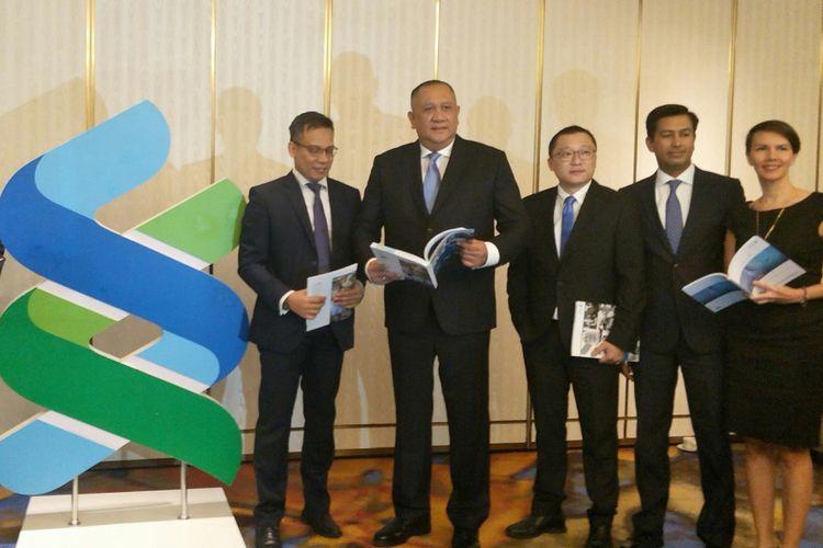 CEO dan jajaran direksii Standard Chartered Bank Indonesia di Jakarta, Senin (4/3/2019)