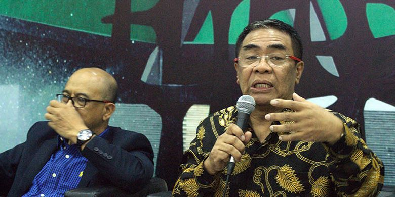 Anggota Majelis Permusyawaratan Rakyat (MRP) RI Sodik Mujahid dan Syarief Abdullah Alkadrie dalam acara Diskusi Empat Pilar MPR di Media Center Komplek Gedung MPR/DPR/DPD RI, Jakarta, Senin (15/7/2019).