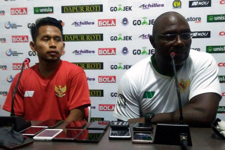 Jacksen F. Tiago (kanan) dan Andik Vermansyah, usai berpartisipasi di Tribute Match Choirul Huda.