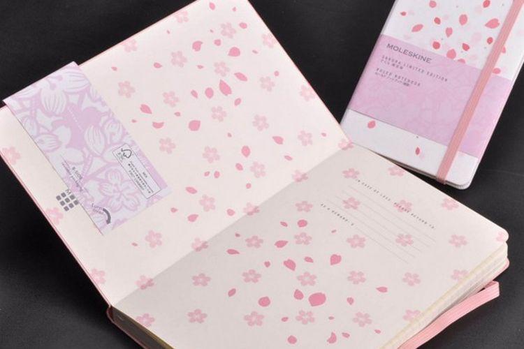notes MOLESKINE edisi terbatas berdesain sakura