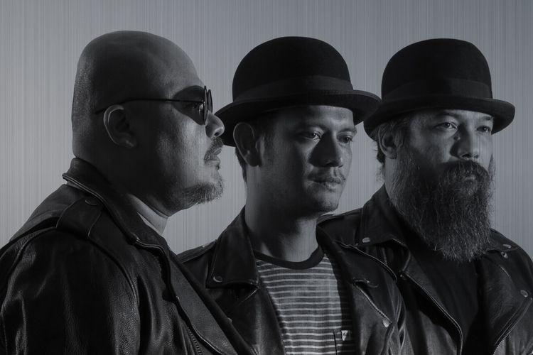 NTRL: (kiri ke kanan) Bagus, Eno, dan Coki