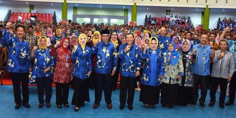 Ridwan Kamil Kukuhkan Ribuan Laskar Penggedor Sukses Program Jabar