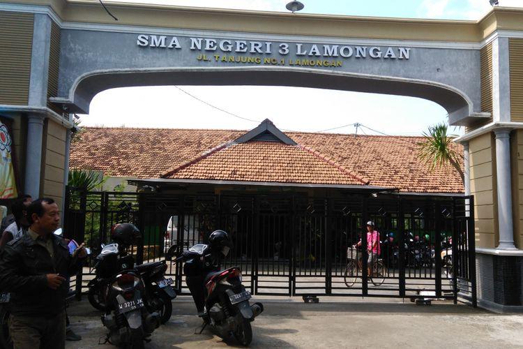 Gerbang masuk SMA Negeri 3 Lamongan di Desa Tanjung, Kecamatan Kota Lamongan, Lamongan.