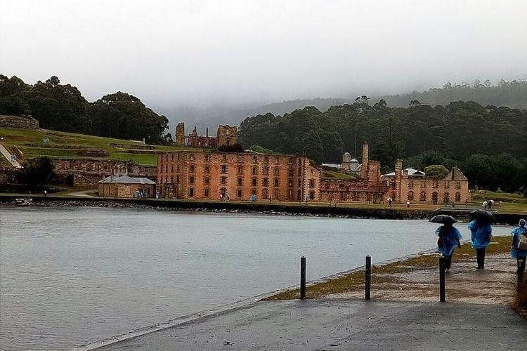 Sisa-sisa bangunan penjara yang kini menjadi tujuan wisata di kota Port Arthur, Tasmania, Australia.
