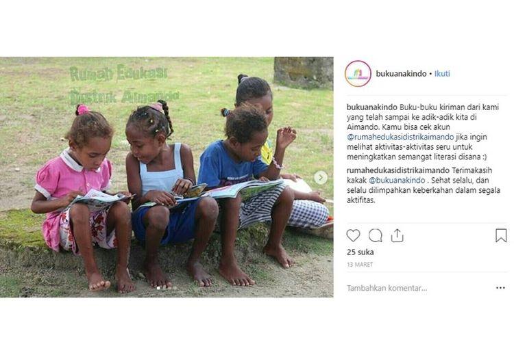 Buku-buku kiriman dari Buku Anak Indonesia yang telah sampai ke adik-adik di Aimando.
