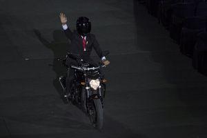 Ratu Elizabeth Terjun Payung, Presiden Jokowi Pakai Motor Gede...