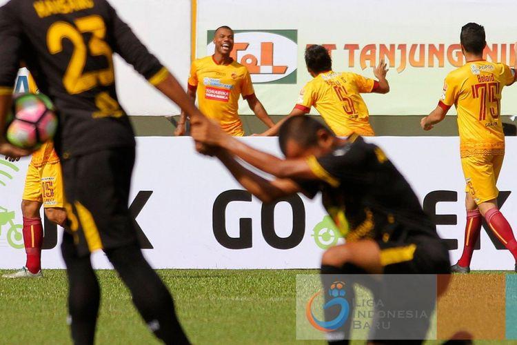 Hilton Moreira mencetak gol ke gawang Barito Putera, Sabtu (13/5/2017).