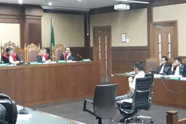 Mantan anggota Komisi I DPR, Fayakhun Andriadi duduk di kursi terdakwa di Pengadilan Tipikor Jakarta, Rabu (17/10/2018).