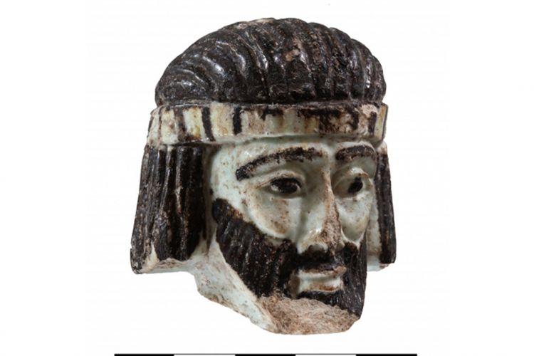 Miniatur patung yang ditemukan di Israel utara, kemungkinan menggambarkan raja di zaman kitab suci