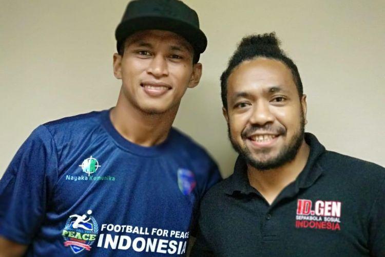 Osvaldo Haay dan Frans Paraibabo dalam kampanye Football For Peace / Sepakbola untuk Perdamaian di Jakarta.