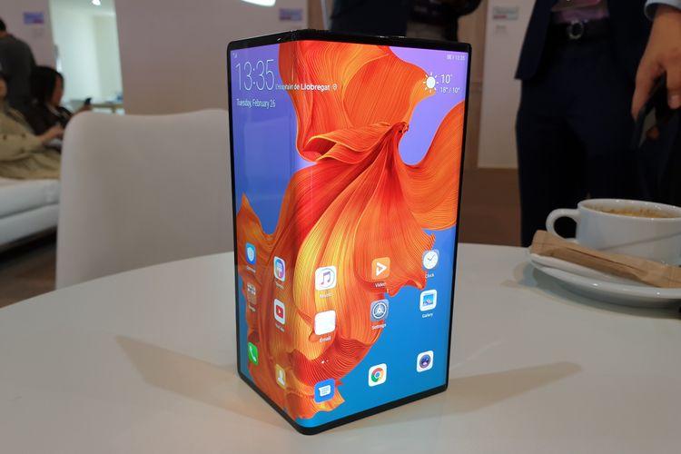 Tampang Huawei Mate X, ponsel layar tekuk pertama milik Huawei