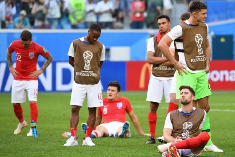 Para pemain Inggris tampak lesu seusai kalah dari Belgia pada laga perebutan tempat ketiga Piala Dunia 2018 di St. Petersburg, 14 Juil 2018.