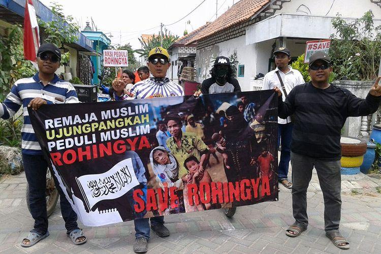 Warga Kecamatan Ujung Pangkah melakukan aksi peduli untuk Rohingya.