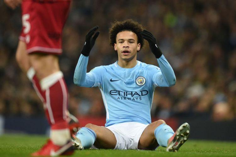 Ekspresi kekecewaan Leroy Sane pada pertandingan semifinal Piala Liga antara Manchester City dan Bristol City di Stadion Etihad, Selasa (9/1/2018).
