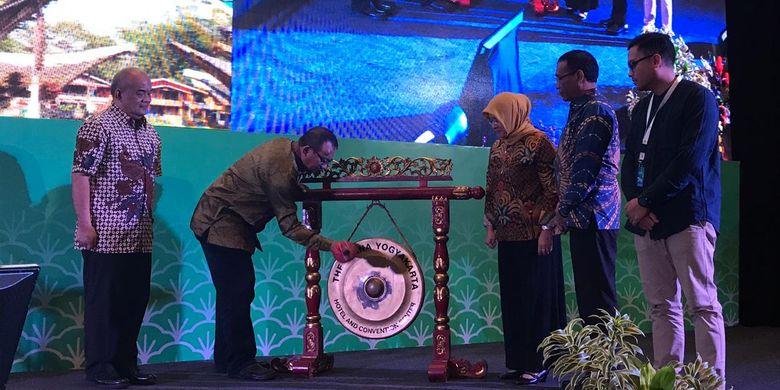 Pada Rapat Koordinasi Teknis (Rakortek) Pengembangan Destinasi Regional III, (Kamis (14/3/2019), di The Alana Hotel and Convention Center, Yogyakarta, Kementerian Pariwisata mengajak dinas pariwisata di wilayah Timur Indonesia untuk mengangkat pariwisata masing-masing.