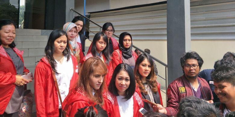 Partai Solidaritas Indonesia (PSI) melalui Jaringan Advokasi Rakyat Solidaritas (Jangkar Solidaritas) melaporkan aksi intimidasi yang dialami seorang ibu dan anaknya di Bundaran HI, Minggu (29/4/2018) saat berlangsung Car Free Day (CFD).