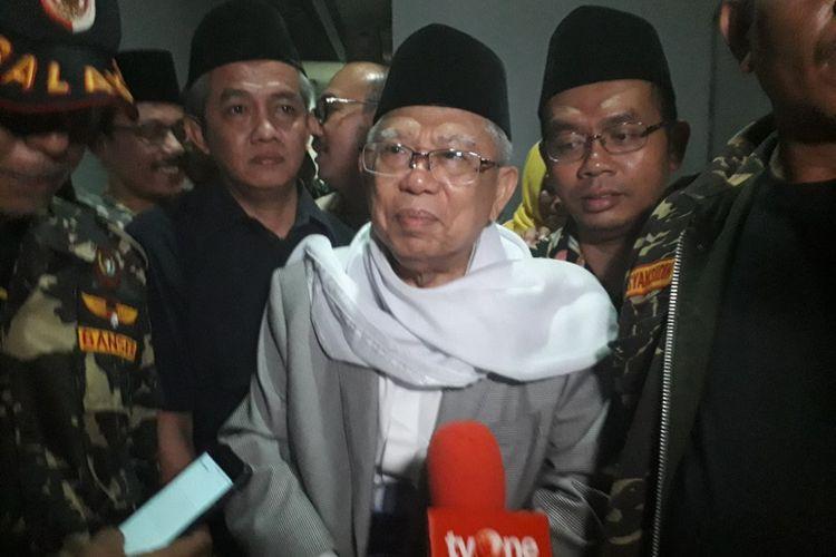 Bakal Calon Wakil Presiden Maruf Amin memberikan keterangan kepada wartawan di rumahnya di Koja, Jakarta Utara, Kamis (9/8/2018).