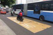 Ruas Jalan Thamrin Mulai Dicat Kuning untuk Jalur Khusus Sepeda Motor
