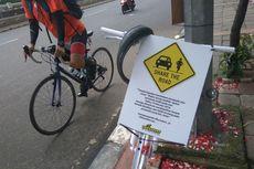 Ada Sepeda Hias dan Karangan Bunga di TKP Lokasi Penabrakan Produser RTV