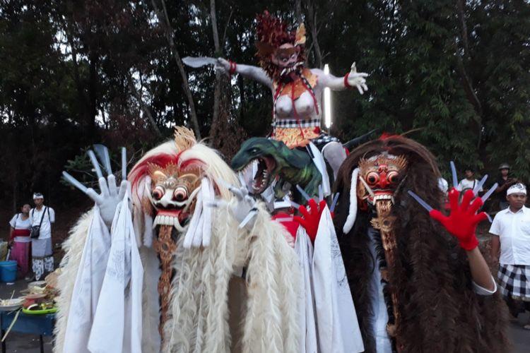 Pawai ogoh-ogoh yang dilakukan umat Hindu di Batam.  Perayaan Nyepi 2018 yang dipusatkan di Pura Agung Amerta Bhuana Batam mengambil tema melalui catur brata penyepian, kita tingkatkan solidaritas sebagai perekat keberagaman dalam menjaga keutuhan NKRI.