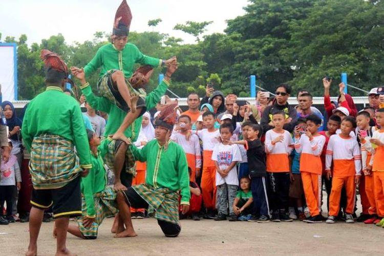Seperti di daerah lainnya, melalui kegiatan Sepeda Nusantara ini Kabupaten Maros juga berupaya untuk melestarikan olahraga tradisonal mereka. Paraga, salahsatu olahraga tradisional, ditampilkan ditengah masyarakat dan kerap mendapatkan sambutan meriah dari para penonton.
