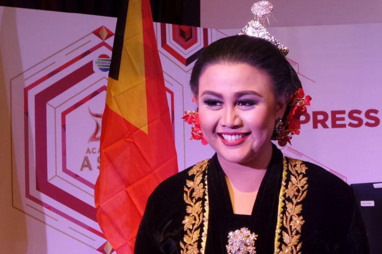 Tia AFI berpose dalam sebuah acara di SCTV Tower, Jalan Asia Afrika, Jakarta Pusat, Kamis (19/10/2017).