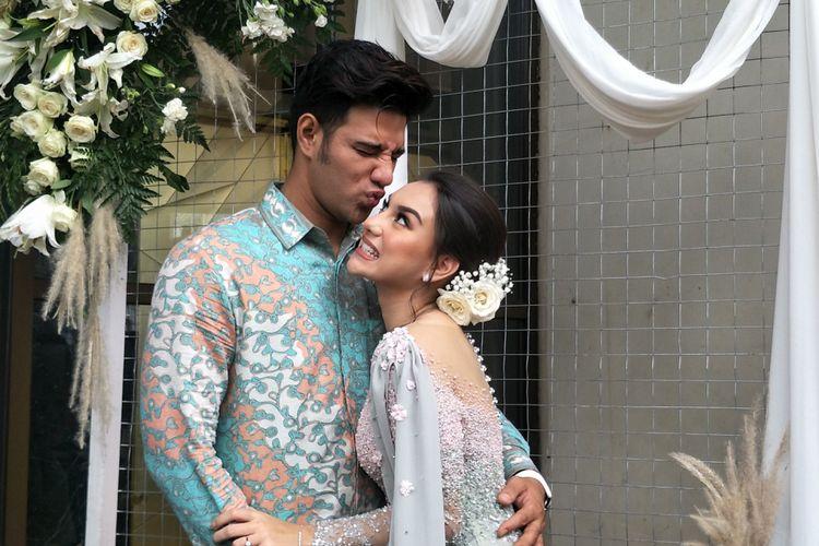 Artis peran Ammar Zoni resmi bertunangan dengan Irish Bella di Chakra Venue Lounge, Green Office Park BSD City, Tangerang, Selasa (12/2/2019).