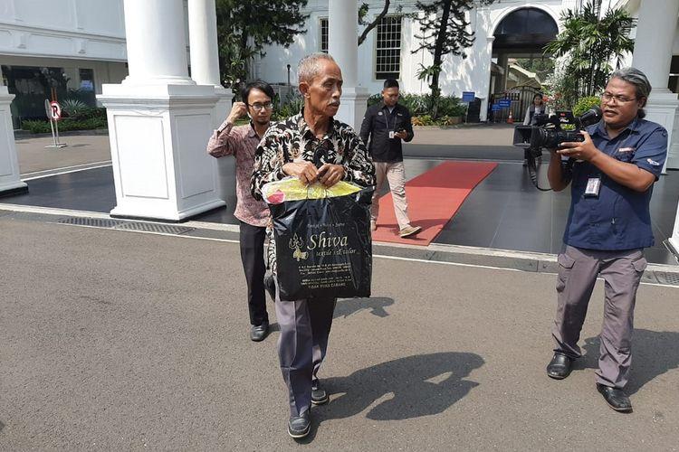 Pedagang korban rusuh 22 Mei 2019 lalu, Usma, usai bertemu Presiden Joko Widodo di Istana Merdeka, Jakarta, Senin (27/5/2019).