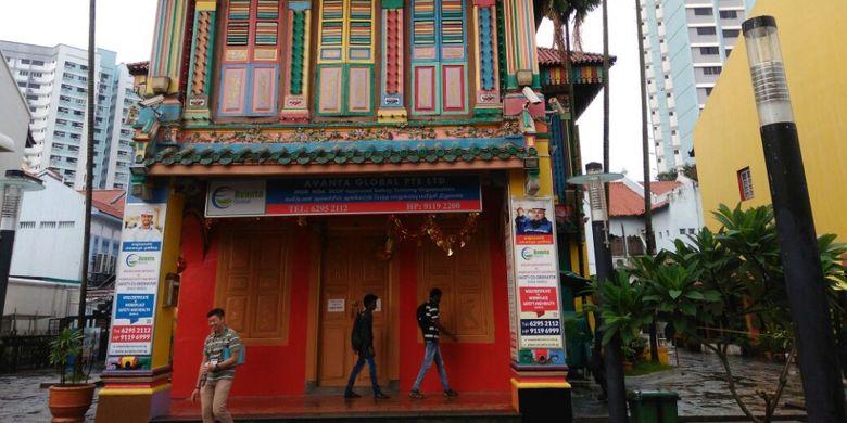 Rumah Tan Teng Niah, Chinese villa ini merupakan salah satu landmark Little India, Jumat (14/7/2017). Bangunan mencolok warna-warni ini sangat instagramable buat foto-foto para turis.