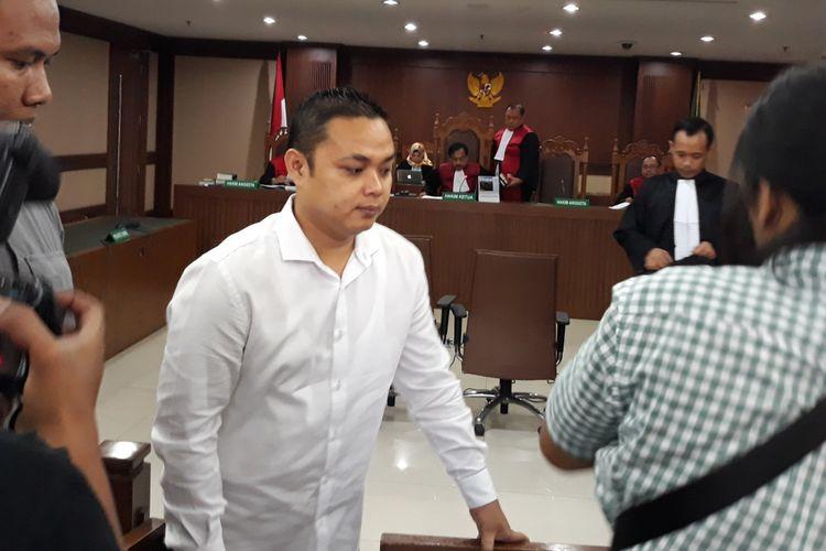 Konsultan Didakwa Jadi Perantara Suap 3,6 Miliar untuk Anggota DPR Amin Santono
