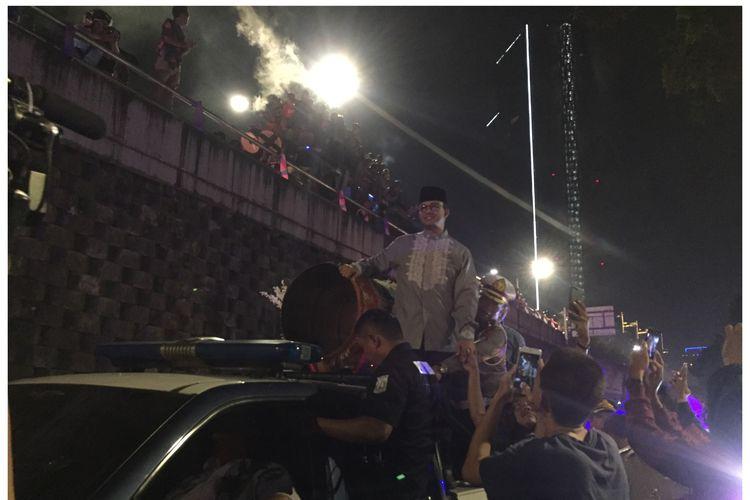 Gubernur DKI Jakarta, Anies Baswedan saat takbir keliling, di Jalan Haji Mansyur, Jakarta Pusat, Selasa (4/6/2019).