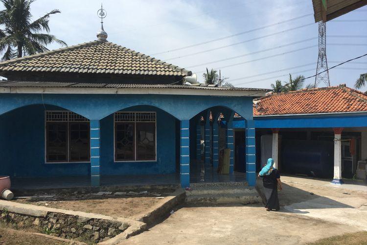Mushala Al-Hidayah, Kampung Cabang Empat, Desa Hurip Jaya, Babelan, Kabupaten Bekasi, yang amplifiernya hilang karena dicuri, Jumat (4/8/2017).