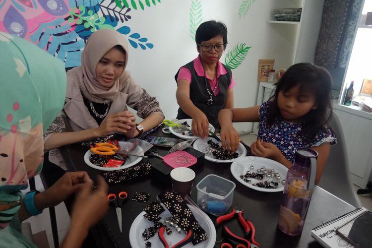 Sejumlah peserta workshop dengan antusias mengikuti kelas yang diadakan oleh Masyakat juga.