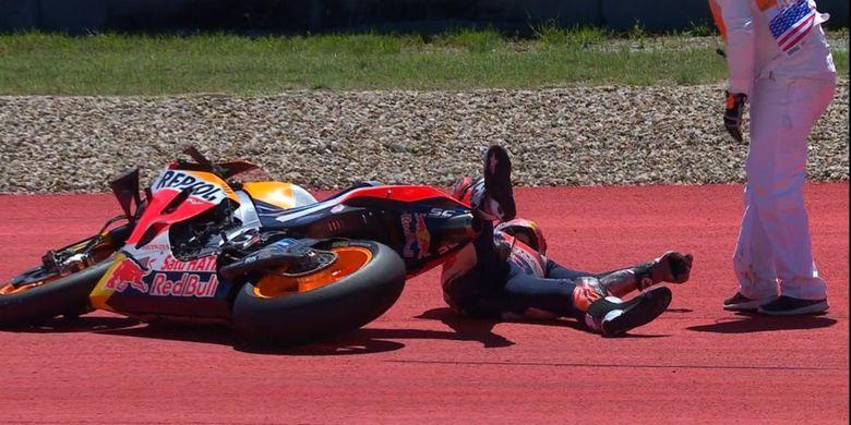 Marc Marquez terjatuh di Sirkuit Austin, Texas, saat memimpin dengan gap 3,5 detik.