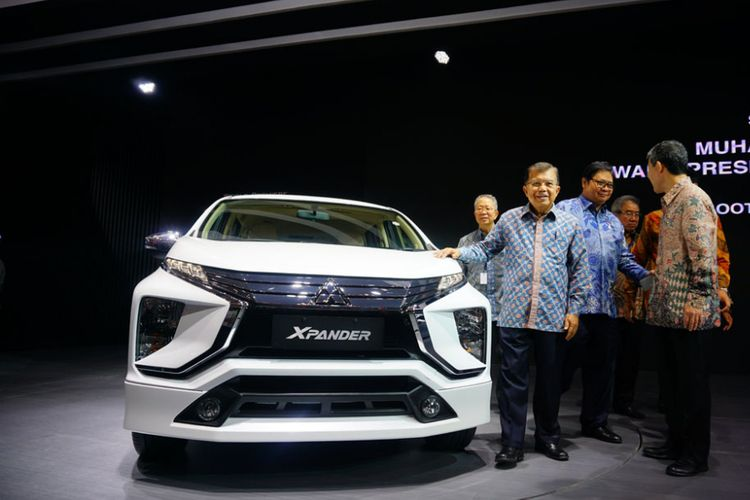 Wakil PResiden Republik Indonesia, H.M Jusuf Kalla mengunjungi booth Mitsubishi  di GIIAS 2017