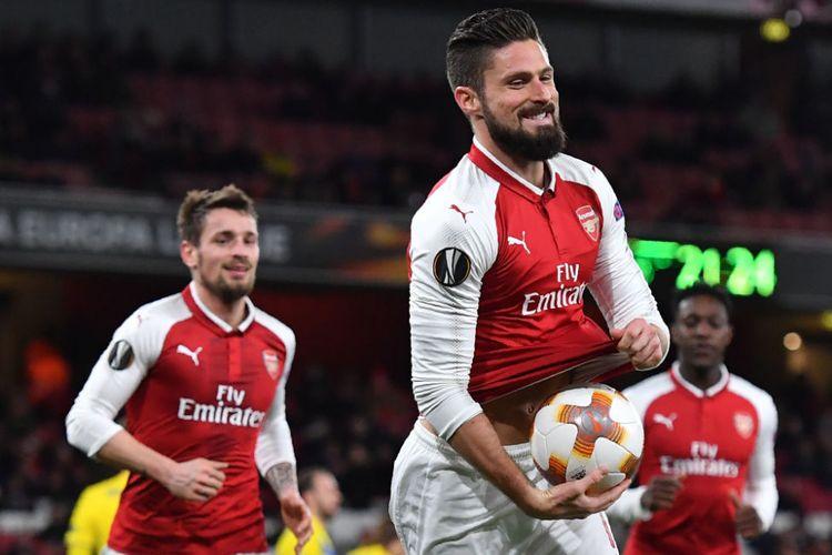Gaya striker Arsenal Olivier Giroud seusai mencetak gol ke gawang BATE Borisov pada pertandingan Liga Europa di Stadion Emirates, Kamis (7/12/2017).