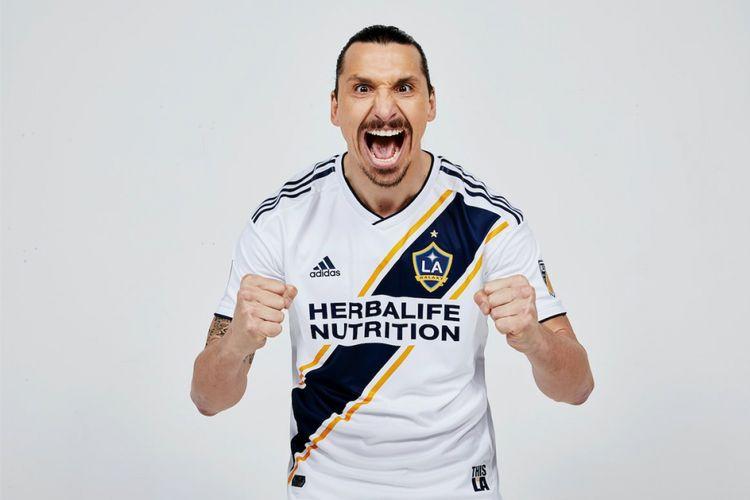 Zlatan Ibrahimovic resmi berseragam LA Galaxy
