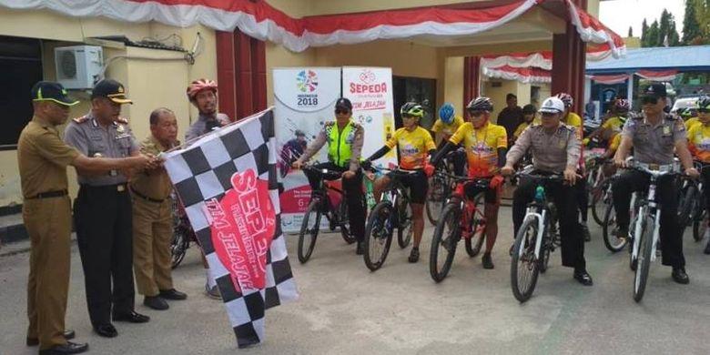 Tim Jelajah Sepeda Nusantara pagi ini dilepas oleh Wakapolres Majene Muhammad Arif dan didampingi oleh Asisten 1 Pemerintah Daerah kota Majene H. Sudirman, Selasa (31/7/2018) pagi, menuju Ibukota Sulawesi Barat, Mamuju.