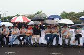 Panggung Roboh, Paslon Pilkada Kota Bandung Hujan-hujanan
