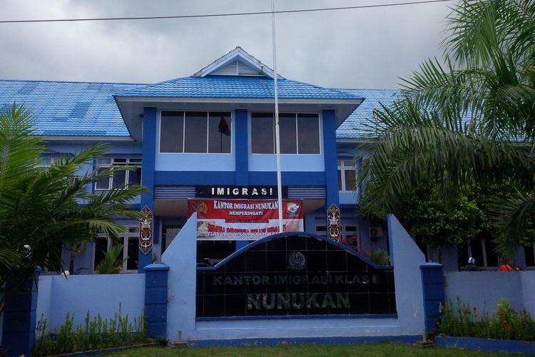 Kantor Imigrasi Kabupaten Nunukan, Kalimantan Utara, akan mendata anak-anak TKI yang bersekolah di sana. Pendataan dilakukan untuk mengetahui jumlah anak-anak TKI yang tak berdokumen bersekolah di Nunukan.