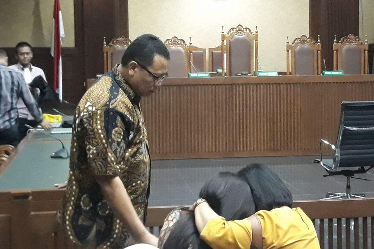 Pejabat pada Kementerian Dalam Negeri Dudy Jocom divonis 4 tahun penjara oleh majelis hakim pada Pengadilan Tindak Pidana Korupsi Jakarta, Rabu (14/11/2018). Dudy juga diwajibkan membayar denda Rp 100 juta subsider 1 bulan kurungan.