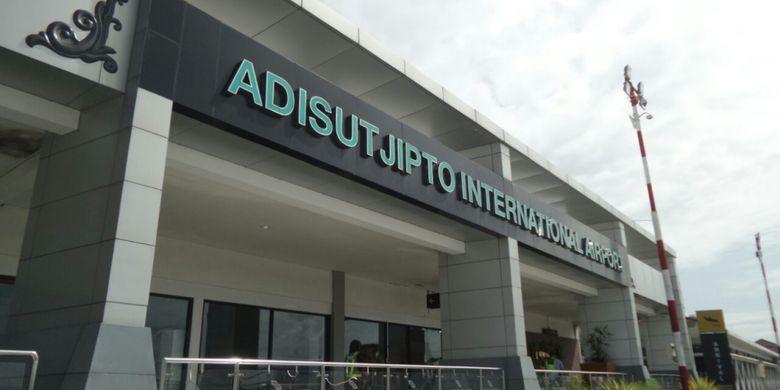 Suasana Bandara Internasional Adisutjipto di Daerah Istimewa Yogyakarta, Jumat (26/1/2018). Pihak PT Angkasa Pura I menyebut bandara ini sudah melebihi kapasitas yang seharusnya, sehingga untuk meningkatkan pelayanan dibutuhkan bandara baru bernama New Yogyakarta International Airport (NYIA) di Kabupaten Kulonprogo.