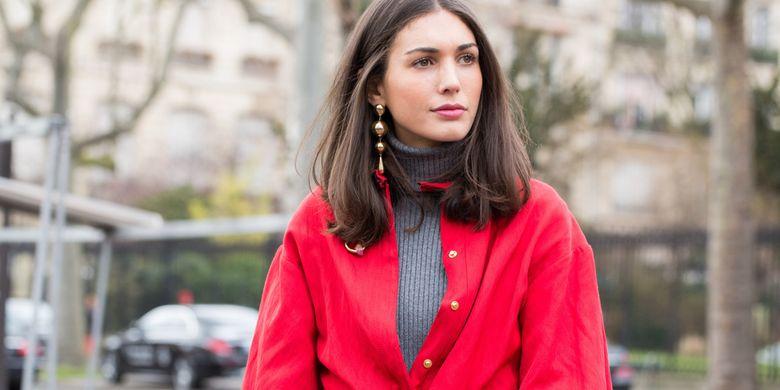 Ilustrasi pakaian berwarna merah.