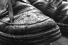 5 Cara Apik Merawat Sepatu Kulit di Musim Hujan
