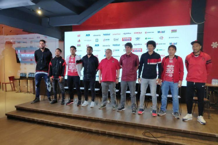 Manajemen Bali United memperkenalkan pelatih baru dan rekrutan pemain Anyar pada Senin (14/1/2019)