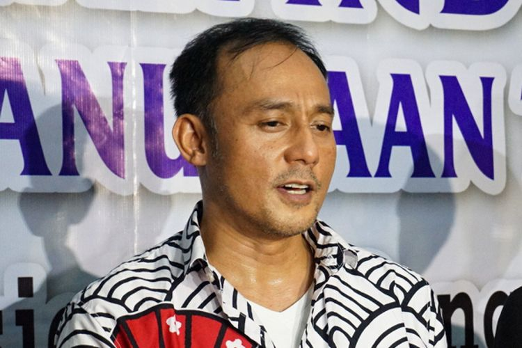 Pengusaha Dipo Latief saat mendampingi artis peran dan pembawa acara Nikita Mirzani pada jumpa pers di kantor Komisi Nasional Perlindungan Anak di TB Simatupang, Jakarta Selatan, Kamis (31/5/2018).