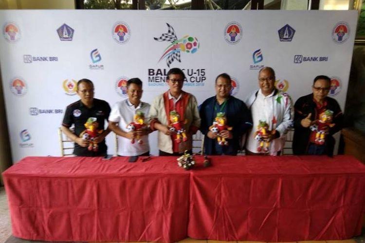 Tiga tim di antaranya dari Indonesia. Yaitu Tim Nasional (Timnas) Pelajar yang menjuarai Piala Menpora U-14 2017 yang diarsiteki Firman Utina. Kemudian ada Badung Ragunan FC (Bara) FC di bawah asuhan Bambang Warsito. Tim ketiga adalah All Star Badung.