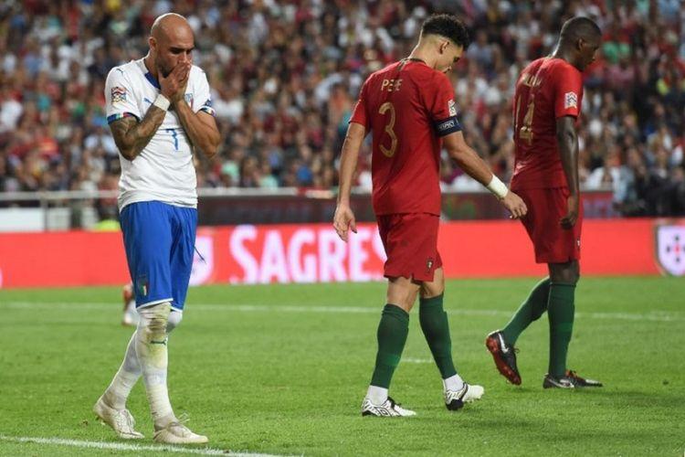 Simone Zaza tampak kecewa saat gagal menyelesaikan peluang emas dalam laga Portugal vs Italia pada lanjutan UEFA Nations League di Estadio da Luz, 10 September 2018.
